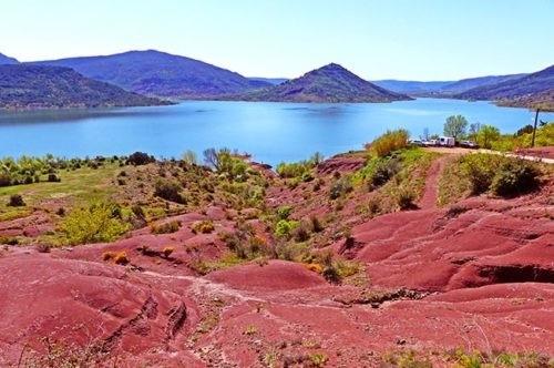 Lac du Salagou - Oenotourisme Occitanie - Domaine de l'Arbousier - Tourisme Hérault