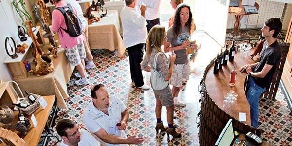 Accueil de groupe Domaine Saint Jean de l'Arbousier - Oenotourisme Hérault - dégustation de vins Montpellier - Foire aux vins